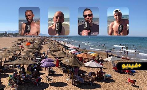 شاهدوا.. المئات من المصطافين وأفراد الجالية يتوافدون على شواطئ قرية أركمان بسبب موجة الحرارة المرتفعة