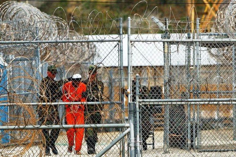 وصول آخر معتقل مغربي بغوانتنامو إلى أرض الوطن