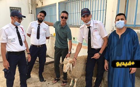 شاهدوا.. الناشط رشيد زناي يحتفل بعيد الأضحى حراس الأمن بالمستشفى الحسني بالناظور