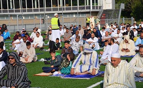 مغاربة هولندا يؤدون صلاة العيد في المصلى بأمستردام