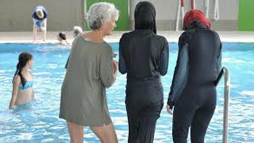 تغريم نساء لارتدائهن البوركيني في أحد مسابح غرونوبل الفرنسية