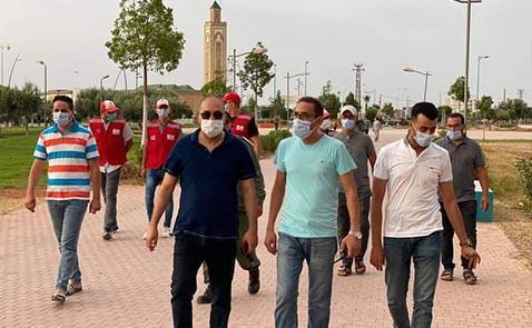 حملات تحسيسة بمشاركة المجتمع المدني والهلال الأحمر بمدينة العروي للالتزام بالتدابير الجديدة
