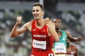 """العداء المغربي سفيان البقالي يضمن منحة مالية """"ضخمة"""" من اللجنة الأولمبية المغربية"""