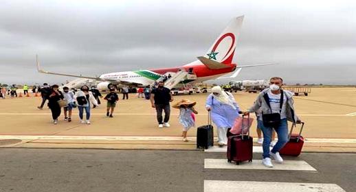 مخاوف من إغلاق الحدود تدفع أفراد الجالية والسياح إلى قطع عطلتهم بالمغرب