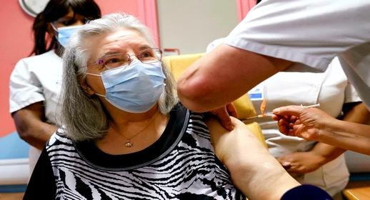 فرنسا تلزم هذه الفئات من المواطنين بجرعة الثالثة من لقاحات فيروس كورونا
