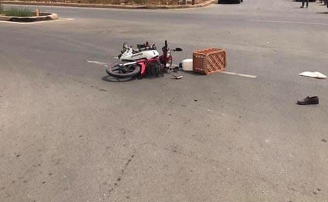 العروي.. حادثة سير خطيرة بين دراجة نارية وشاحنة تستنفر السلطات الأمنية