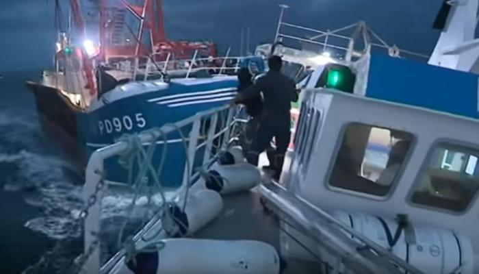 بحارة جزائريين ينقذون 3 حراكة انطلقوا من سواحل الناظور