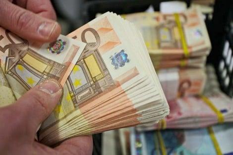 تحويلات المغاربة المقيمين بالخارج.. مبلغ قياسي قدره 87 مليار درهم متوقع خلال 2021