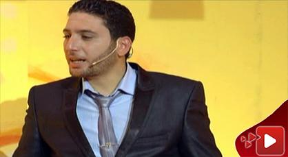إبن الناظور مصطفى المقدمي ماسين في عرض كوميدي ساخر على الشاشة الأمازيغية