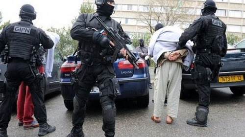 السلطات الألمانية تعتقل مهاجرا مغربيا بتهمة تجنيد مقاتلين لداعش