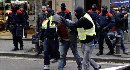 إسبانيا تعتقل 4 أشخاص مغاربة وكولومبيين وتحجز لديهم 14 كلغ من الكوكايين وأسلحة