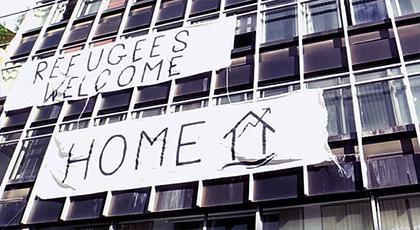 في عز البرد.. أناركيون باليونان يفتحون أبوابهم في وجه اللاجئين المغاربة وبينهم الناظوريين