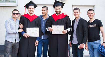 أسرة ناظورسيتي تهنئ إبني الناظور  اسامة مسعودي و إلياس الكاموني بمناسبة تخرجهما من كلية الصيدلة