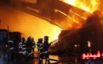 حريق مهول يأتي على محل لبيع الأفرشة المنزلية وسيارتين و يخلف خسائر مادية كبيرة