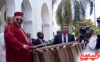 مشهد نادر للملك محمد السادس يدق على الطبل رفقة رئيس تنزانيا