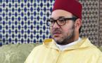 الملك محمد السادس يهدي 10 آلاف نسخة من المصحف المحمدي بعد أدائه صلاة الجمعة بتنزانيا