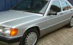 مجهولون سرقوا سيارة من نوع مرسيدس 190 من أمام باب منزل مالكها بالعروي