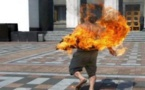 خطير.. بعد إفلاسه وخسارته كل ما يملك في ليلة ماجنة خمسيني يضرم النار في جسده