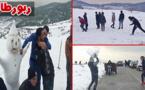 المئات يزورون تمسمان للاستمتاع بالمناظر الخلابة التي رسمها الثلج