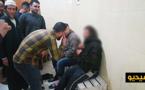 مصلّون يحاصرون لصّا بعد ضبطه متلبسا بسرقة أحذيتهم بمسجد وسط الناظور