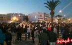 ساكنة بلدة تماسينت يعتصمون وسط الساحة الكبرى لمدينة امزورن لليلة كاملة
