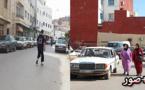 فقط في الناظور.. مستحيل الوصول إلى المستشفى الحسني بسبب ركن السيارات على جنبات الطريق