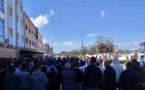 """عشرات شباب أركمان يحتشدون ضمن اعتصام قاده """"الخطافة"""" احتجاجا على منعهم من نقل المواطنين"""