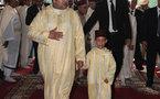 أمير المؤمنين يؤدي صلاة الجمعة بالمسجد العتيق بالحسيمة