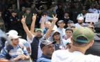 وقفة احتجاجية حاشدة أمام مقر جماعة ثزاغين نظمتها الساكنة للمطالبة باصلاح الطريق الرابطة بدوار تفزوين والطريق الساحلي