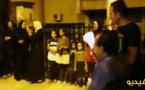 الاساتذة دايرين حفلة.. نظموا وقفة رددوا فيها شعارات احتفالا باعفاء الوزير محمد حصاد