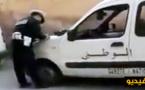 """فيديو انتشر على الفايسبوك.. """"بركاني"""" يحتج على شرطي باللايف بسبب مخالفة الركن على رصيف خيالي"""