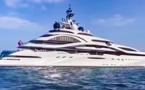 شاهد الملك محمد السادس بسواحل الحسيمة على متن يخت أمير قطر