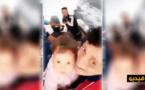 طفلة عمرها عامين مع والدها في قوارب الموت نحو أوروبا
