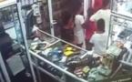 شاهدوا.. مراهقون يسرقون هاتفا بطريقة مثيرة داخل محل وسط مدينة الناظور