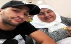 حكيم زياش رفقة والدته في طريق العودة إلى هولندا بعد مباراة المنتخب