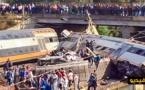 خطير بالصور والفيديو .. جرحى وقتلى في أسوأ حادث انقلاب قطار بالمغرب