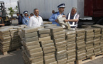 رجال الجمارك يحبطون عملية لتهريب كمية مهمة من المخدرات و مبالغ مالية بالعملة الصعبة