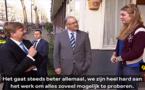 شاهدوا.. ملك هولندا يتفقد رفقة العمدة الريفي أحمد أبوطالب أحوال حي شعبي بروتردام