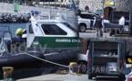 شاهدوا.. البحرية الإسبانية تنتشل جثة مهاجر غرق في مياه البحر