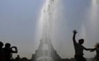 ارتفاع غير مسبوق للحرارة بفرنسا.. تأجيل الإمتحانات ونشر مرشات المياه في الشوراع
