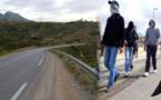 خطير.. عصابة تعترض السائقين ليلا وتحاصرهم بالحجارة لسلب حاجياتهم على طريق العروي أفسو