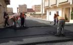 مشاريع تهيئة وتزفيت الشوارع والأحياء غير المهيكلة بمدينة العروي تتواصل على قدم وسق