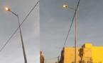 """مصابيح الإنارة الليلة مضاءة في """"دار الكبداني"""" نهارا وسط استهتار الجماعة بمصالح البلدة"""