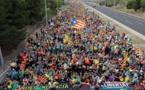 المحتجون الكاتالونيون يغلقون طريقا سريعا رئيسيا يربط بين إسبانيا وفرنسا