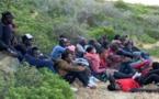 هيئة حقوقية: إيقاف 50 مهاجرا إفريقيا بعد هروبهم من قرّ البرد والصقيع بضواحي سلوان