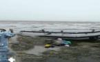 """شاطئ """"سيدي حساين"""" يلفظ زورقا مطاطيا بمحرك كان معدا للهجرة السرية من سواحل تزاغين"""