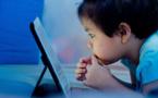 باحثون يحصون أضرار البقاء طويلا أمام الشاشات على تطور المخ لدى الأطفال