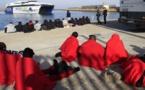 """أمن """"قادس"""" يوقف مهاجرين غير نظاميين فور وصولهم إلى ضفاف سواحل إسبانيا"""