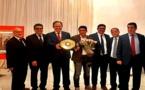 سفير المغرب بهولندا يكرم البطل العالمي الريفي زكرياء التجارتي