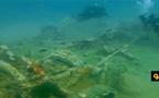 """شاهدوا الفيديو.. العثور على بقايا مدفع حربي في عمق شاطئ """"كالابونيتا"""" بالحسيمة"""